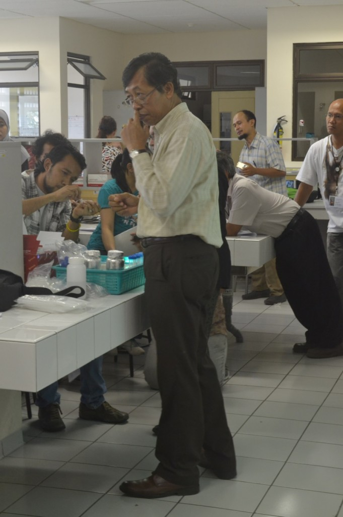 Prof. Wayan explains the DNA extraction process